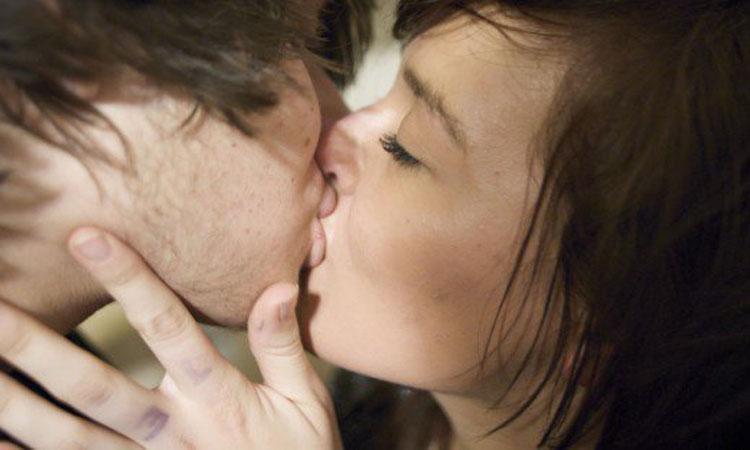 kiss@