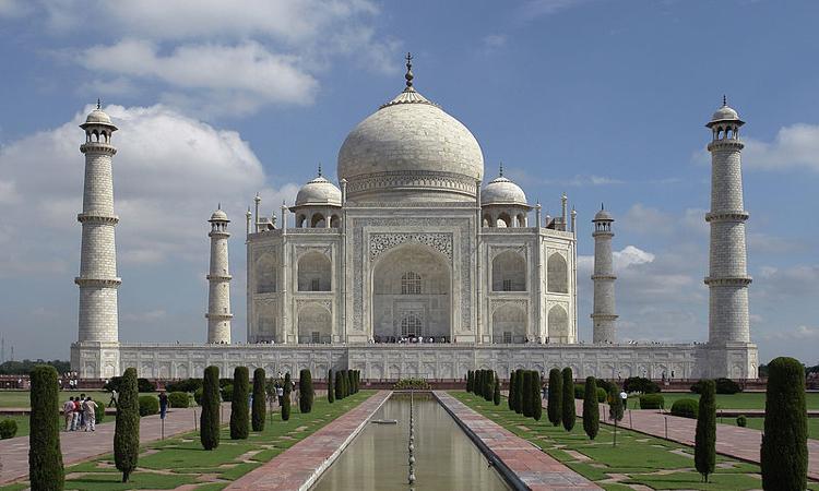 800px-Taj_Mahal,_Agra,_Indi