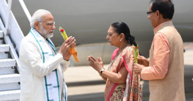 The Prime Minister, Shri Narendra Modi being welcomed by the Governor of Madhya Pradesh, Smt. Anandiben Patel and the Chief Minister of Madhya Pradesh, Shri Shivraj Singh Chouhan, on his arrival at Bhopal, in Madhya Pradesh on June 23, 2018.