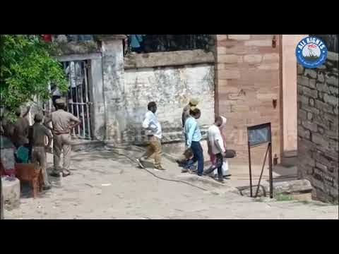 Lucknow News : प्रियंका गांधी चुनार गेस्ट हाउस से वाराणसी के लिए रवाना