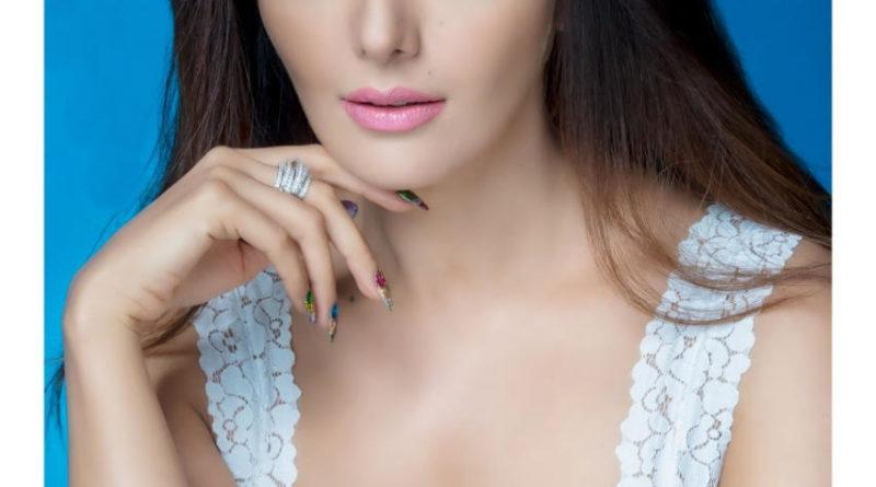 सोनिया मान की तस्वीर जो बॉलीवुड फिल्म HAPPY HARDY और HEER में अपनी पहली फिल्म हिमेश धरमिया के साथ बनाएगी