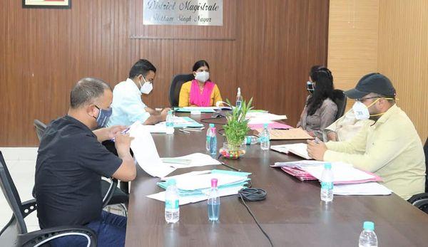 Uttrakhand News-ज़िलाधिकारी श्रीमती रंजना राजगुरू ने कलक्ट्रेट सभागार में मा0 मुख्यमंत्री जी द्वारा की गई घोषणाओं के क्रियान्वयन के सम्बन्ध में समीक्षा की।